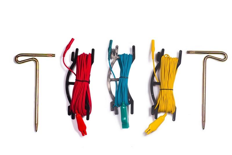Cọc phụ và dây nối hỗ trợ đo điện trở bãi tiếp địa