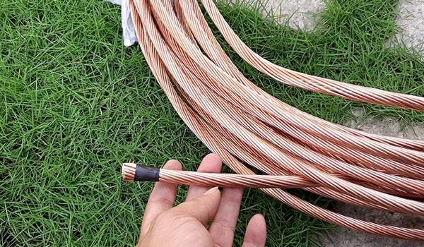 Các cọc tiếp địa được nối với nhau bằng các dây đồng đảm bảo chất lượng, dẫn sét tốt.