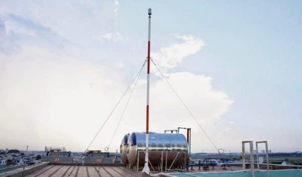 Kim thu sét được lắp đặt trên mái nhà, hoặc tại vị trí cao nhất của toàn nhà.