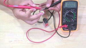 Cách dùng đồng hồ vạn năng để kiểm tra thông mạch và tiếp gián bán dẫn